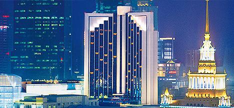 毗邻上海展览中心及恒隆广场